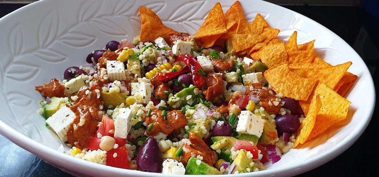 Rainbow Salad with Spicy Harissa Mayo (V)